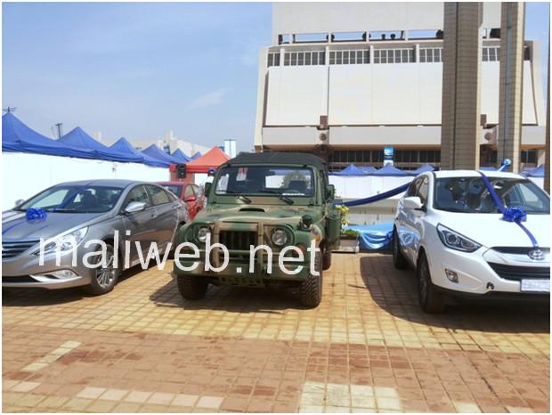 Les véhicules Kia militaires et Hyundai émerveillent les visiteurs