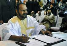 Sidi Brahim Ould Sidati, membre de l'AZAWAD, lors de la signature de l'accord du 20 juin 2015. CRÉDITS : AFP/HABIBOU KOUYATE