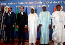 Roch Marc Christian Kabore, Ould Abdel Aziz, Emmanuel Macron, Ibrahim Boubacar Keita, Idriss Deby et Mahamadou Issoufou ce 2 juillet 2017 à Bamako. © REUTERS/Luc Gnago