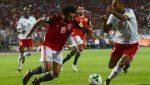 L'Egyptien Mohamed Salah face au Congolais Tobias Badila.