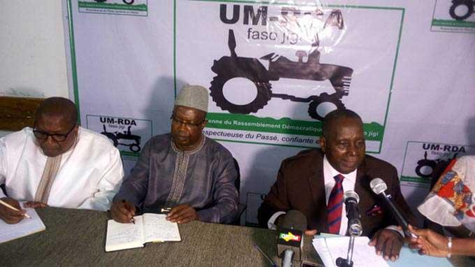 Dr Ibrahim Bocar Bah lors de la présentation de vœux de l'UM-RDA fasojigi à la presse