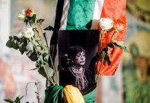 Une photo en noir et blanc de Winnie Madikizela-Mandela