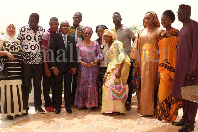 Des instruments de musique offerts par Mme Kéïta Aminata Maïga