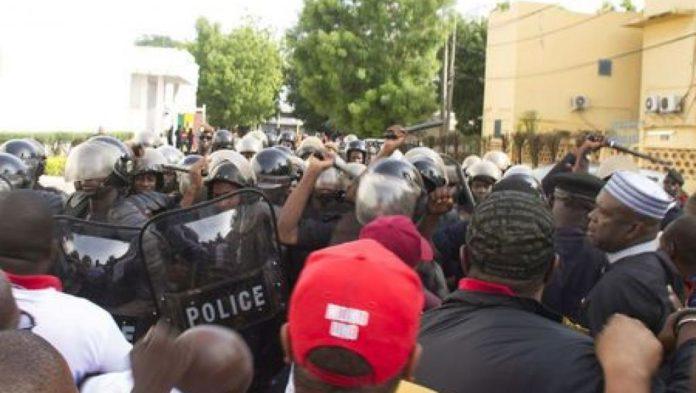 Des manifestants de l'opposition