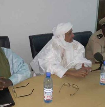 Le général Gabriel Poudiougou, Zahabi Ould Sidi Mohamed et le gouverneur Koïna Ag Ahmadou
