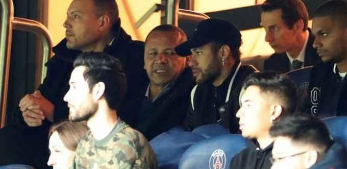 Neymar insulte l'arbitre